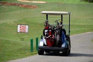 ゴルフコースを歩いて回るのとカートを使うのではどちらがオススメ?