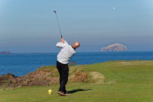 ゴルフでアイアンがシャンクしてしまう主な原因と対策は?