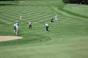 初心者必見!ゴルフ中に他人が打っている際のマナーとは?