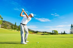 ゴルフコースを回るための正しい格好とは?