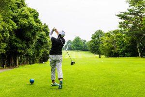ゴルフ初心者・中級者がスライスしないでドライバーショットするコツ