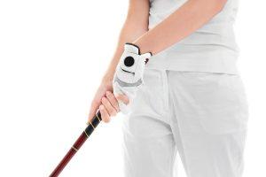 ゴルフのスイングで手首はどのように使うべきなのか