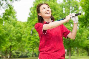 女性もゴルフウェア は襟付きが必須?マナーに抵触しないためには