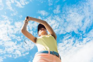 初めてのゴルフで女性は何を着れば良いの?最初に持っておきたいウェア