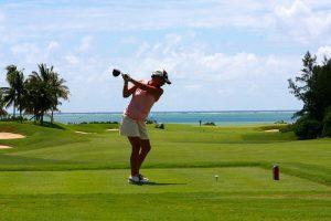 風の日のゴルフ はどうプレーする?