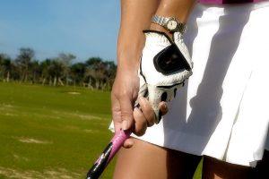 ゴルフでは右手は使ってはいけないのか?