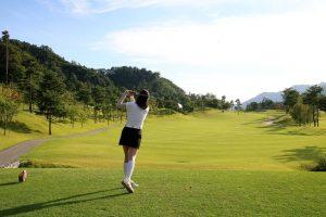 ゴルフの初心者必見!ボールをとにかくまっすぐ飛ばすコツ!