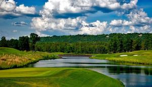 ゴルフでプレッシャーのかかる池越え!どうやって克服する?