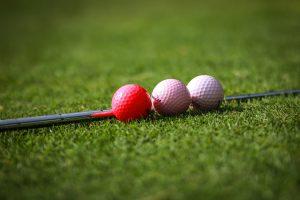 ゴルフボールの色は季節で変えると良い?カラーボールの数々